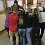 Zdjęcie przedstawiające uczniów w trakcie zajęć w szkole