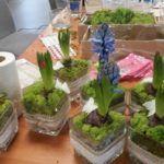 Zdjęcie przedstawiające kompozycje kwiatowe