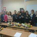 Zdjęcie przedstawiające uczniów w klasie